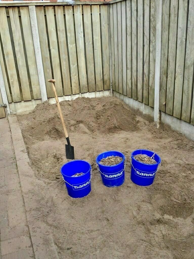 achtertuin uitgegraven